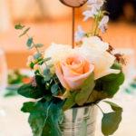 centro-de-mesa-rústico-para-decorar-el-banquete-de-tu-boda
