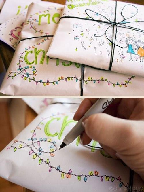 Con papel blanco, un rollo de cinta negra y decoraciones con rotuladores puede crear cosas hermosas y personales.