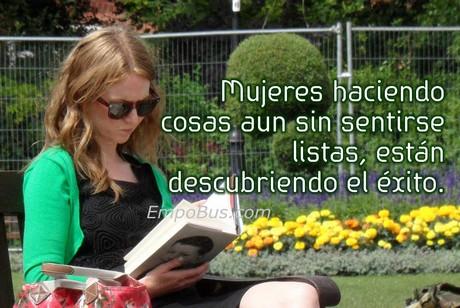 mujer-leyendo-en-el-parque